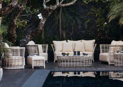 Modernios klasikos lauko baldai Villa 1
