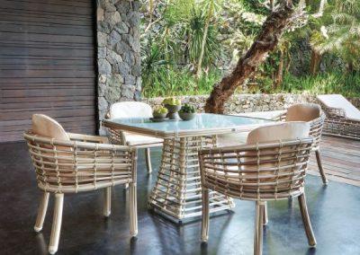 Modernios klasikos lauko baldai Villa 5