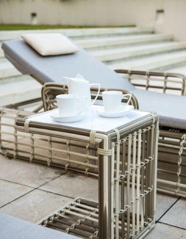 Modernios klasikos lauko baldai Villa 7