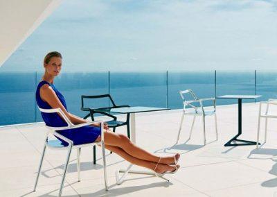 Modernūs lauko baldai kėdė staliukas Delta 1