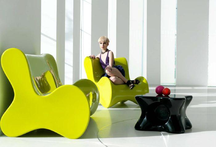 Modernūs lauko baldai krėsliukas staliukas Doux