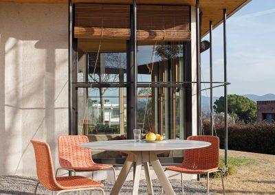 Modernūs lauko baldai stalas Atrivm 1