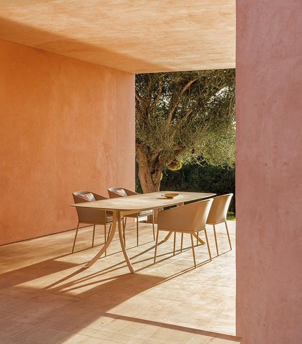 Modernūs lauko baldai stalas Falcata Outdoor