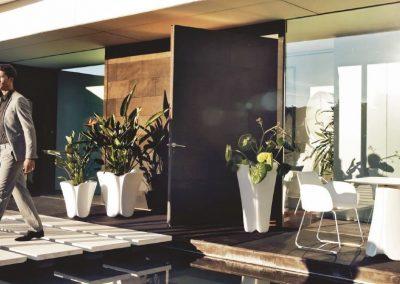 Modernūs lauko baldai stalas krėsliukas vazonai Pezzettina 1