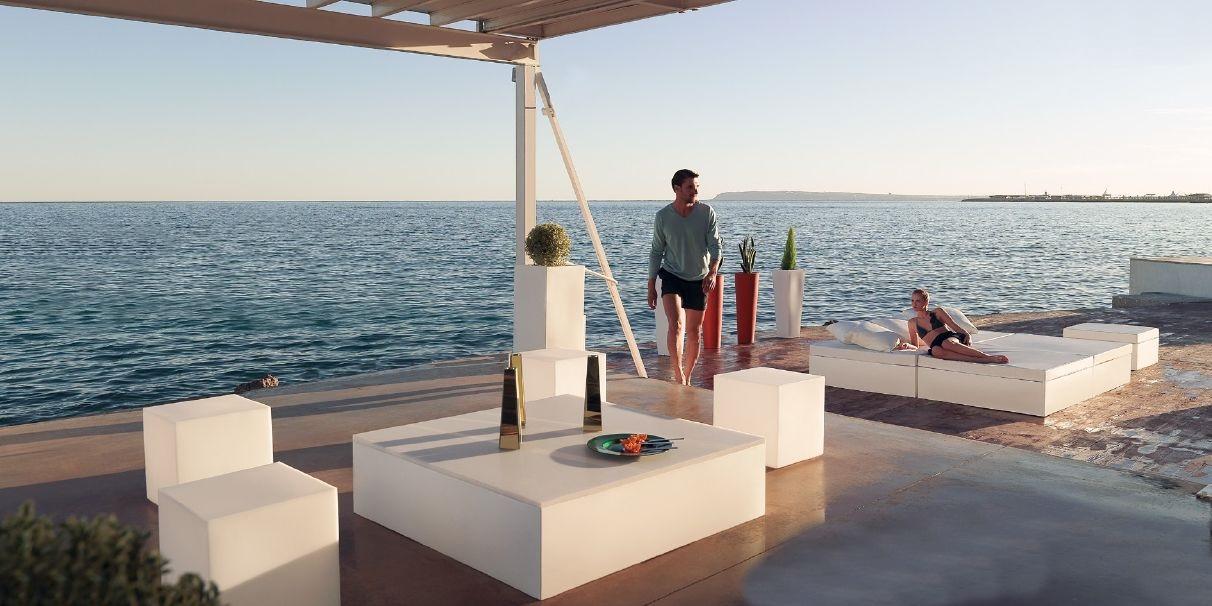 Modernūs lauko baldai suoliukai staliukai Quadrat 4