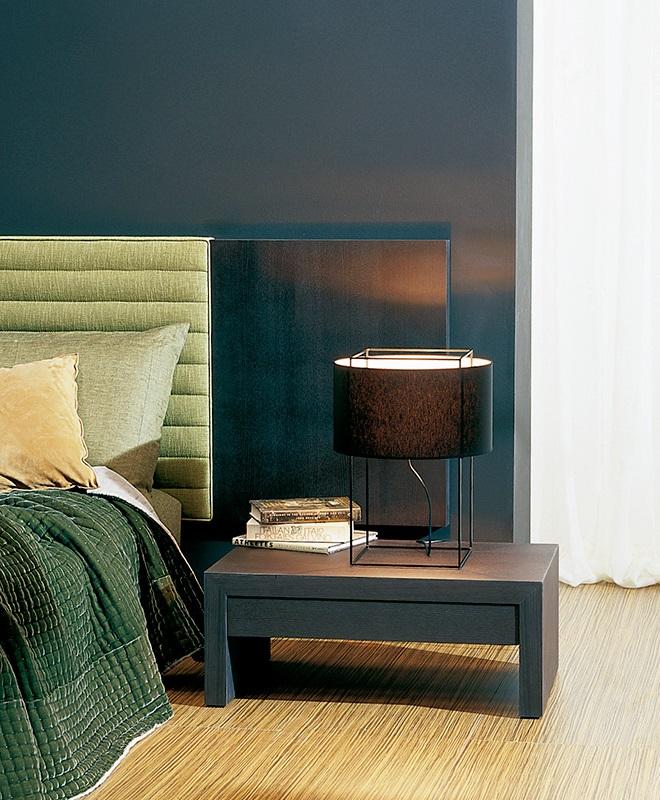 Modernūs miegamojo baldai spintelė Triclinio_02