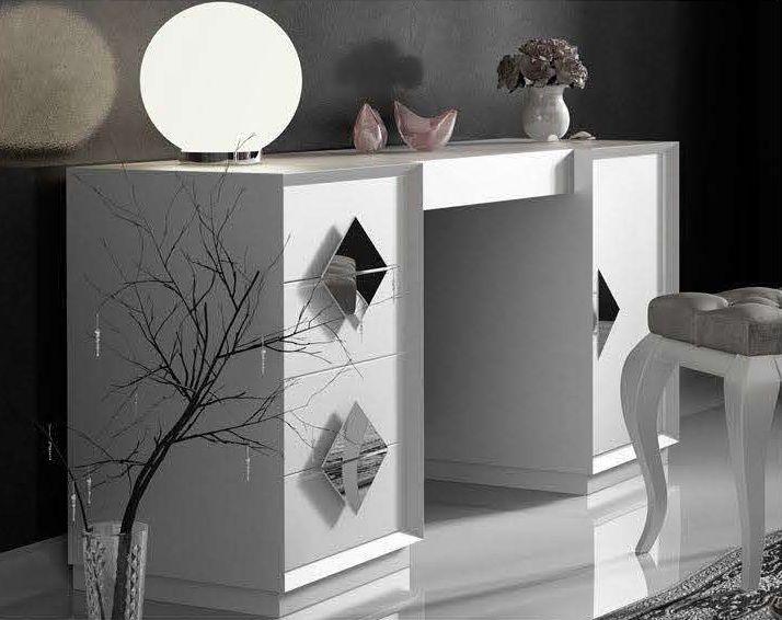 Modernūs miegamojo baldai kosmetikos staliukas Bella T05.4