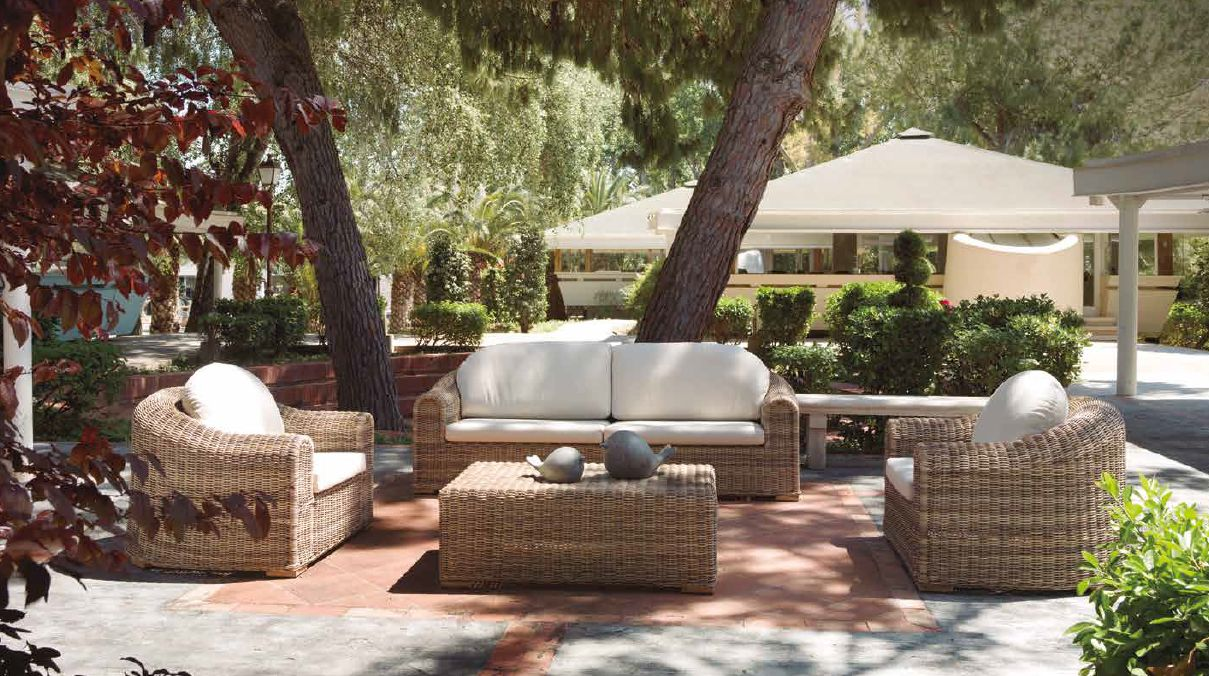 Modernios klasikos lauko baldai sofa Andratx