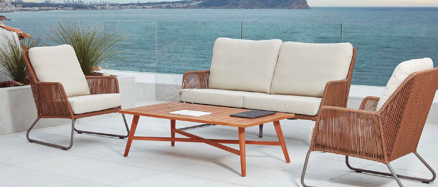 Modernūs lauko baldai sofa staliukas Allanis