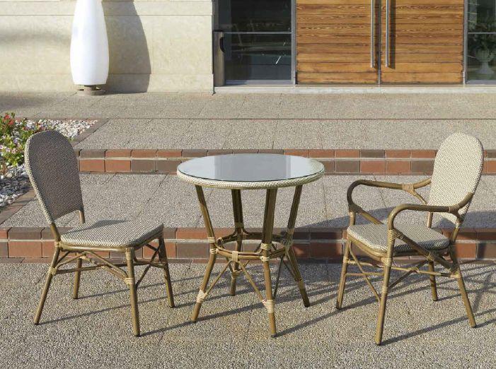 Modernios klasikos staliukas ir kėdės Madrid