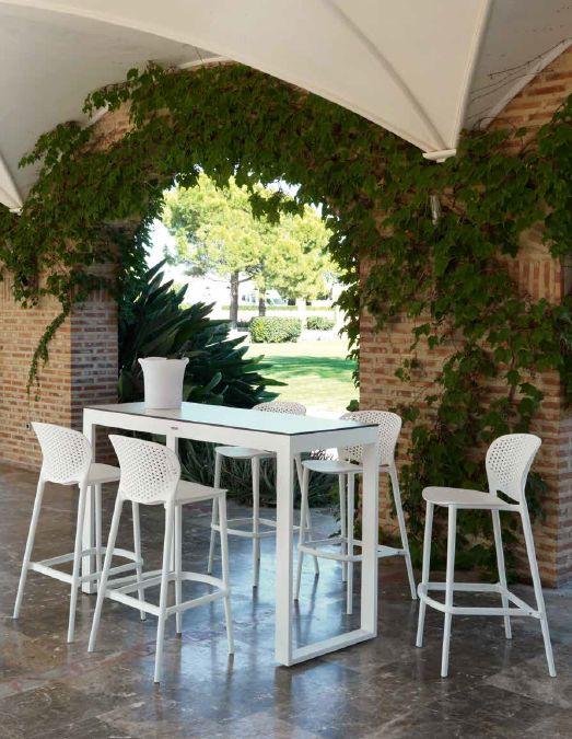 Modernus lauko aukštas staliukas ir kėdės Malta 4