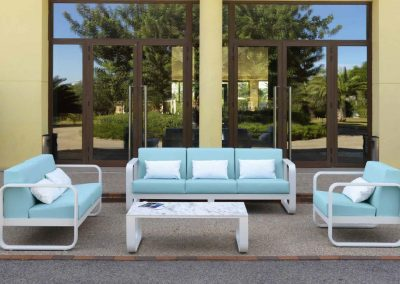 Modernūs lauko baldai sofa staliukas Ronda