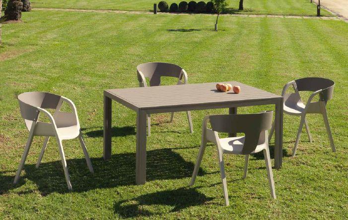 Modernus lauko staliukas ir kėdės Tripoli