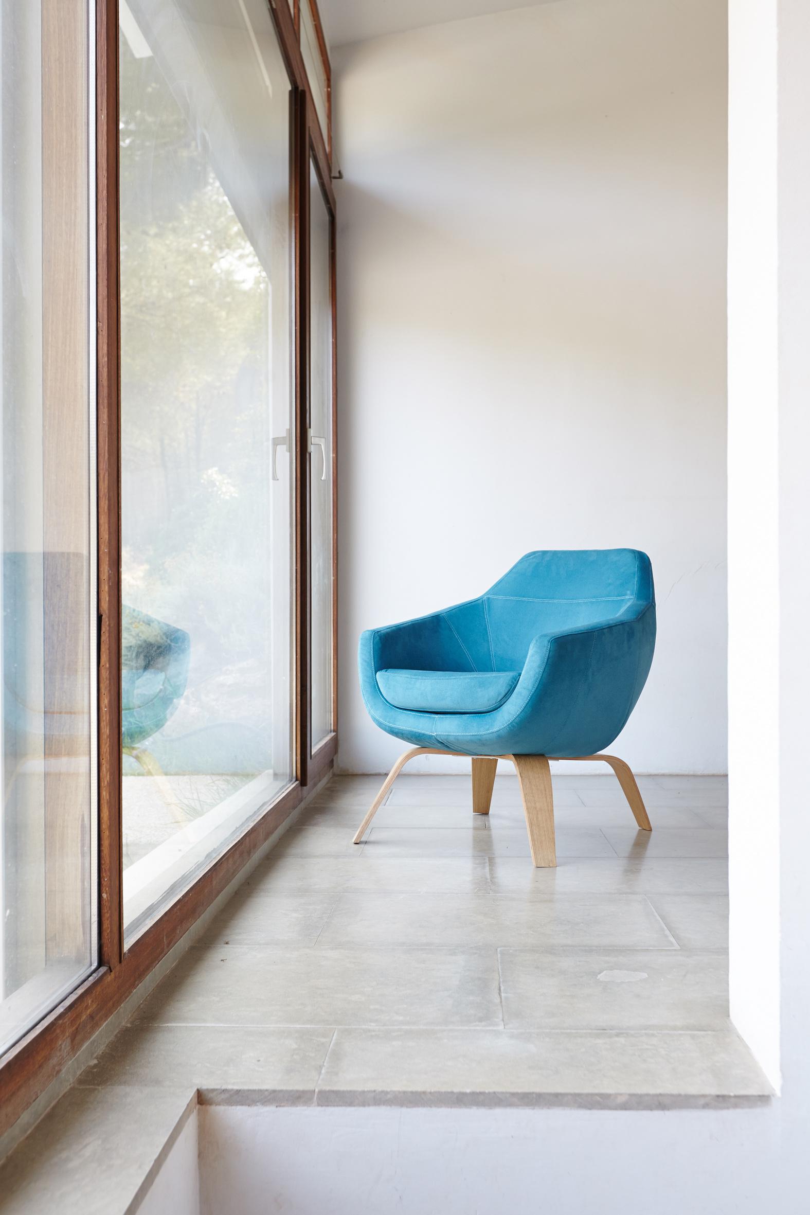 Modernūs minkšti svetainės baldai krėsliukas Lua 4